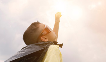 Chłopiec sięga nieba